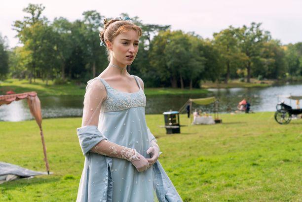Phoebe Dynevor esittää sarjassa Daphne Bridgertonia.