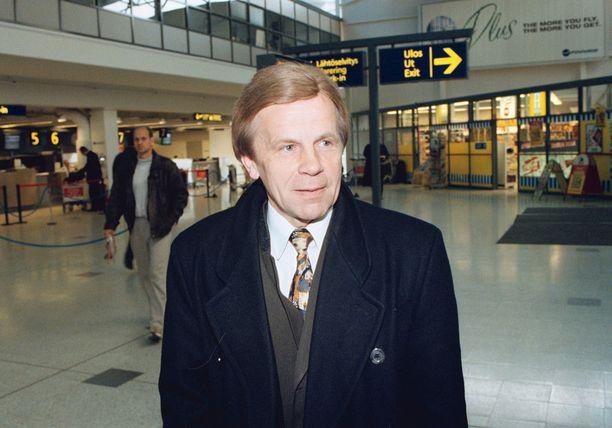Päätöksen osaltaan hyväksynyt silloinen sisäministeri Mauri Pekkarinen (kesk) muistelee, että Kekomäki oli Supon pomona luja virkamies, kovempi kuin mitä yleisesti ehkä on luultu.