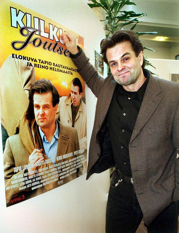 Tapio Liinoja näytteli Tapio Rautavaaraa elokuvassa Kulkuri ja Joutsen vuonna 1999.