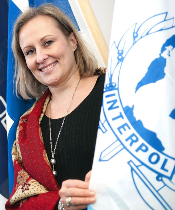 Keskusrikospoliisin kansainvälisen osaston päällikkö Sanna Palo on innostunut uudesta tehtävästään Interpolissa.