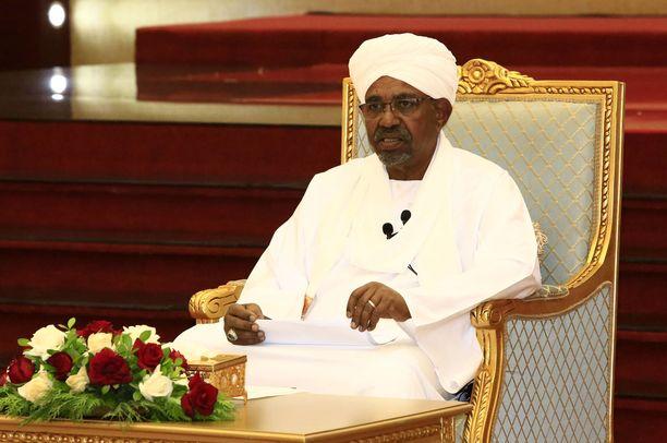 Kuvassa Omar al-Bashir 5.4.2019.