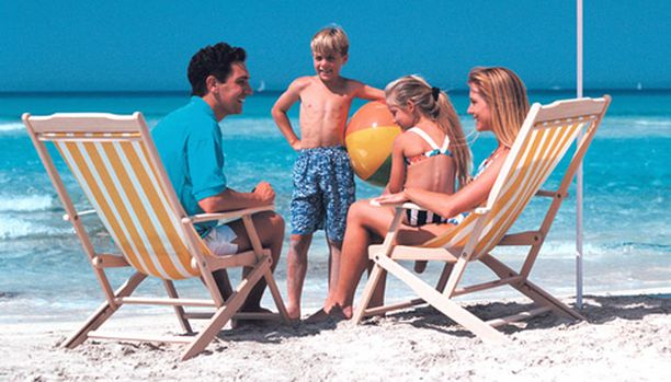 Lapsiperhe haluaa viettää vaivatonta rantalomaa, jossa kaikki palvelut ovat lähellä.