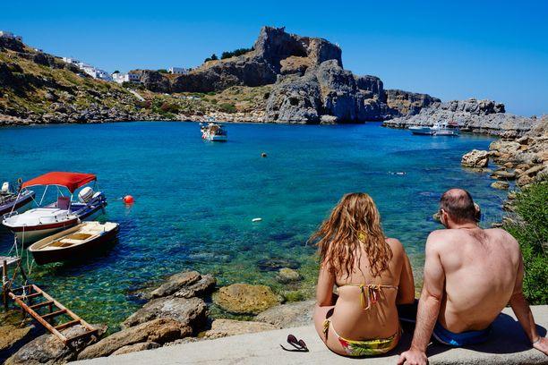 Rodokselta löytyy monenlaisia rantoja. Kuva Lindoksen lähellä sijaitsevalta Agios Pavlos -rannalta.