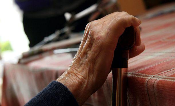 Lonkkamurtuman jälkeen iäkkäiden naisten kuolleisuus voi kohota jopa viisinkertaiseksi.