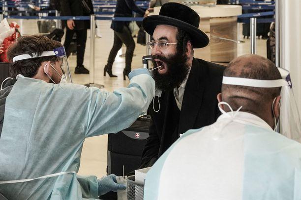Tel Avivin Ben Gurionin kentälle saapuville tehdään koronatesti.