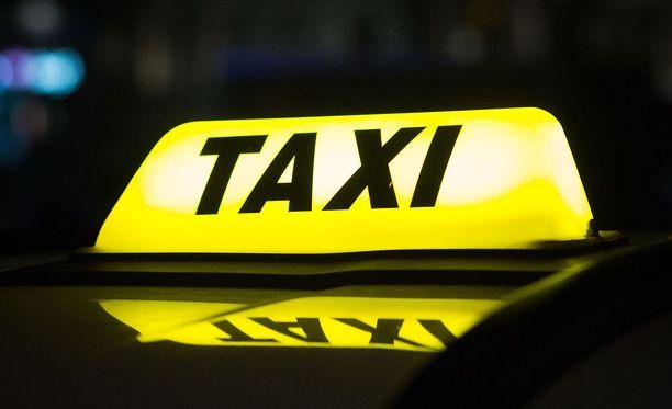Taksilain muutoksen jälkeen taksin katolal oleva kupu ei ole enää pakollinen.