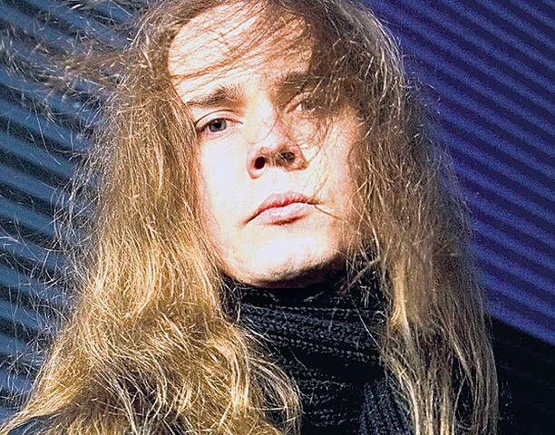 NORMAALI KAVERI Teräsbetonin laulaja Jarkko Ahola ei yritä tehdä itsestään mitään erityistä. – Yksinkertaiset asiat ovat kauneimpia.