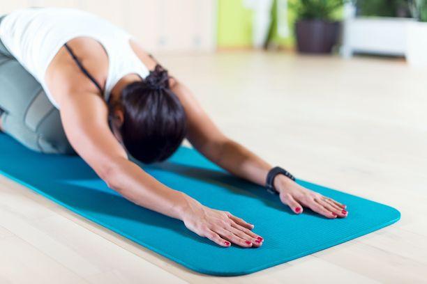 Liikunta auttaa notkoselän aiheuttamiin vaivoihin. Usein ammattilaisen avustuksella löytyvät parhaat harjoitukset.