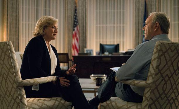Kuvassa Cathy Durantia esittävä Jayne Atkinson ja Kevin Spaceyn tulkitseman presidentin kanssa.