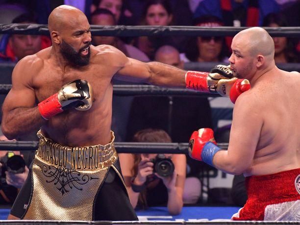 198-senttinen ja 109-kiloinen Gerald Washington (vasemmalla) kärsi tammikuussa Adam Kownackille kolmannen tappionsa ammattilaisena.