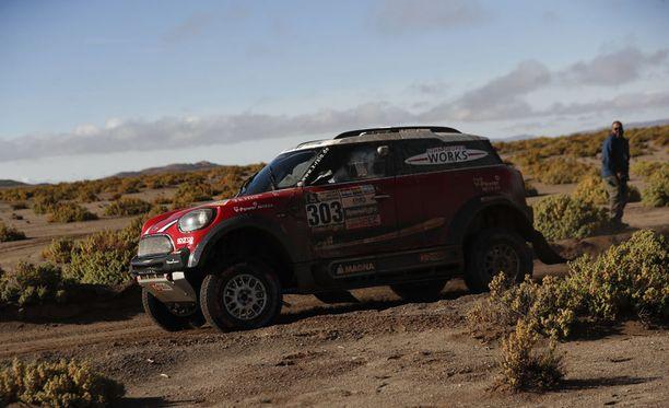 Mikko Hirvonen koki takaiskun Dakar-rallissa.