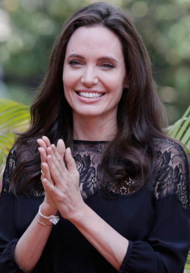 Angelina Jolie promotoi Kambodzassa uutta elokuvaansa.
