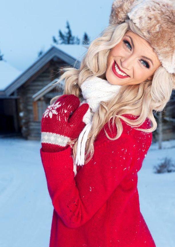 MÄENLASKUA Susanna pulkkailee jouluna ahkerasti sukulaislasten kanssa. Mitä enemmän lumi pöllyää sen parempi.