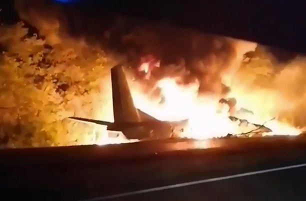 Antonov-26-kone syttyi kiitoradalla palamaan.