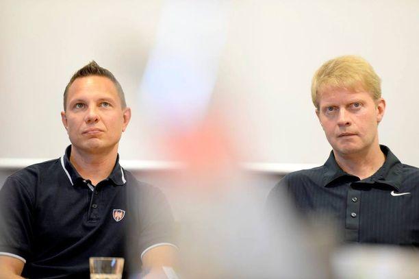 Jussi Tapola (vas.) ei valmenna Tapparaa ensi kaudella. Jukka Rautakorpi palaa ruoriin.