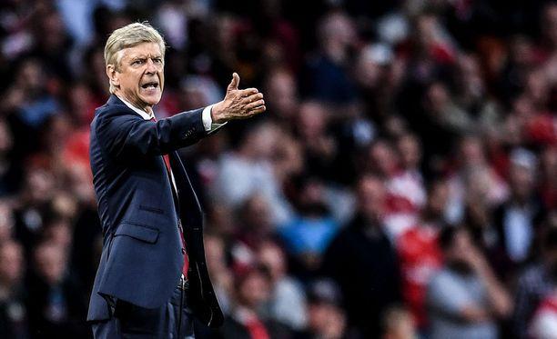 Arsene Wengerin ja Arsenalin kausi on lähtenyt surkeasti käyntiin.