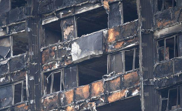 Lontoon tornitalopalo on vaatinut tähän mennessä 58 kuolonuhria.