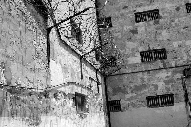 Vankilan henkilökunta tuohtui naisten esityksestä. (Kuvituskuva)