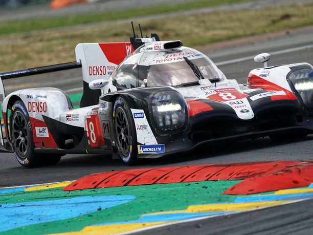 Toyota Gazoo Racing dominoi Le Mans -kisaa.