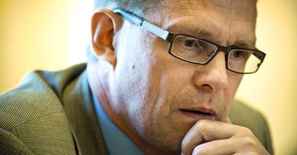 Oikeuskanslerinvirasto selvittää Matti Vanhasen toimien lainmukaisuutta.