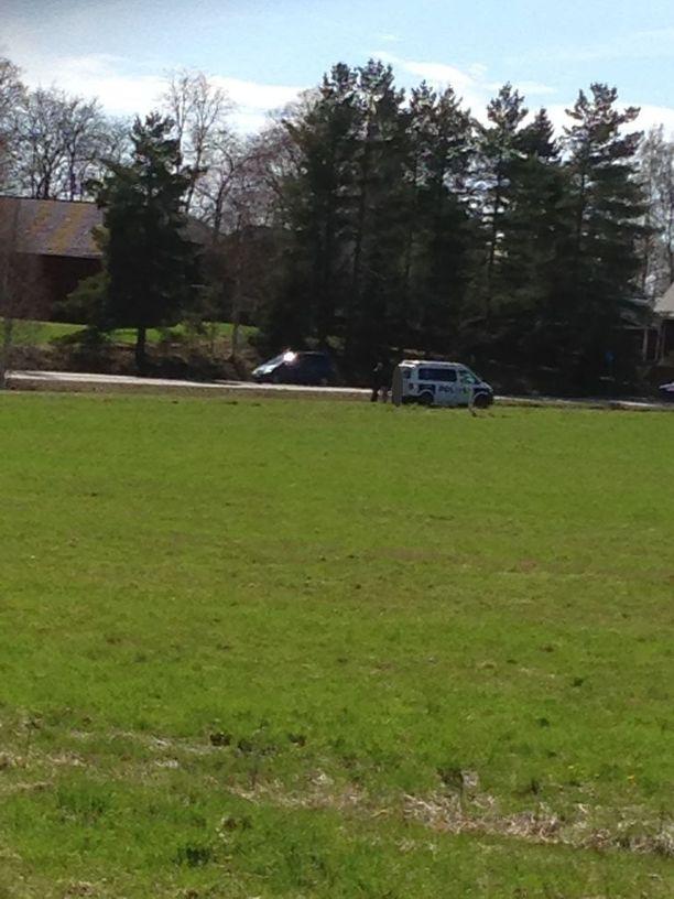 Huutelija poistettiin pellolta Vantaalla.