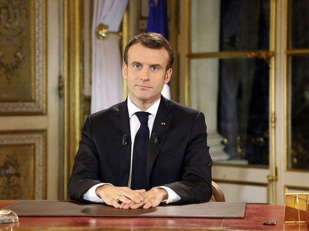 Presidentti Emmanuel Macron yritti olla nöyrä maanantaina esitetyssä televisiopuheessaan.