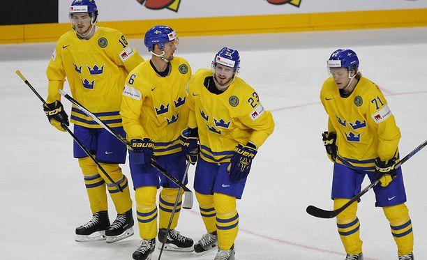 Anton Strålmanin (toinen vasemmalta) mielestä Leijonien alkulohkon vaikeuksia ei kannata tuijotella liikaa.