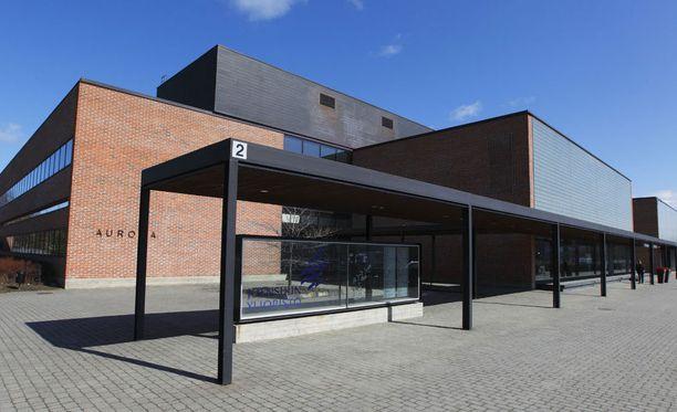 Itä-Suomen yliopistoon virheellisesti valitut ja päätöksestä oikaisupyynnön tehneet joutuvat olemaan vielä pitkään epätietoisuudessa.