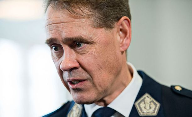 """Poliisiylijohtaja Seppo Kolehmainen korostaa Kalevalle, etteivät varautumispoliisit korvaisi ammattipoliiseja, vaan kyse olisi """"järjestelmää täydentävästä mahdollisuudesta""""."""