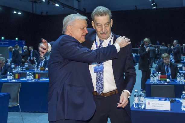 Olli Rehn ja Pertti Alaja puhuivat Uefan kongressissa.