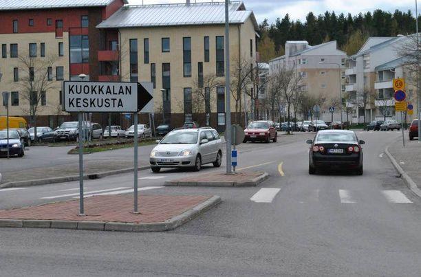Nelivuotias pikkutyttö löydettiin yksin kadulta Kuokkalan keskustasta maanantain ja tiistain välisenä yönä.