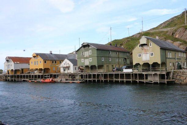 Nyksundin kalastajakylä Vesterålenissa heräsi uudestaan elämään 2000-luvulla. Hylätyssä pikkukylässä on nyt useita ravintoloita, majoituspaikkoja ja taidegallerioita.