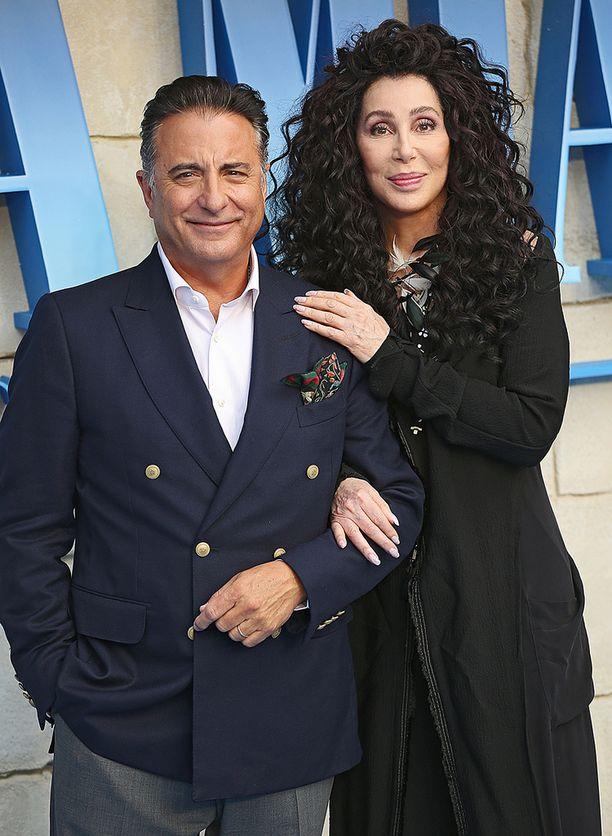 Mamma Mian ensi-illassa Cher edusti Andy Garcian kanssa.