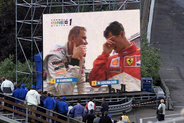 Häkkinen ja Schumacher Belgiassa vuonna 2000.