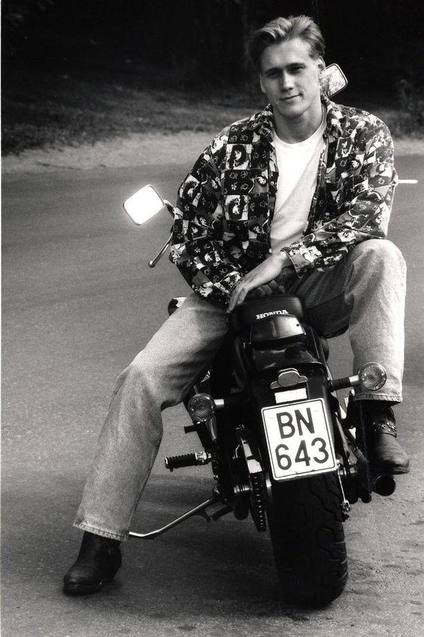 Vuonna 1993 Samuli eli suosion aallonharjalla.