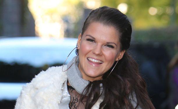 Millaisilla tuloilla viime vuonna eli Britannian X Factor -ohjelmassa esiintyvä Saara Aalto?