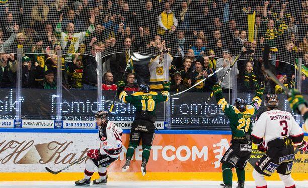Eemeli Suomi huudatti Ilveksen faneja iskemällä henkisesti tärkeän avausmaalin pudotuspelien ensimmäisen kierroksen toisessa osaottelussa Ässiä vastaan.