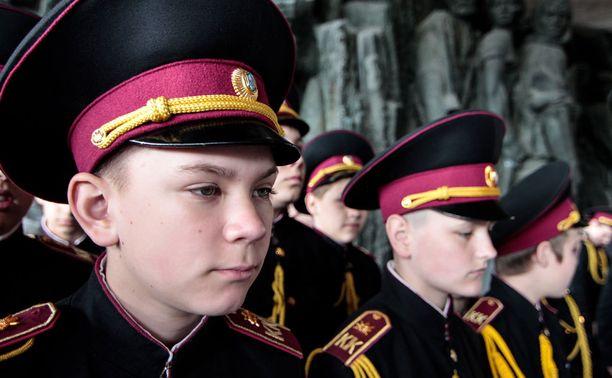 Pikkukadetit osallistuvat Ukrainan juhliin.