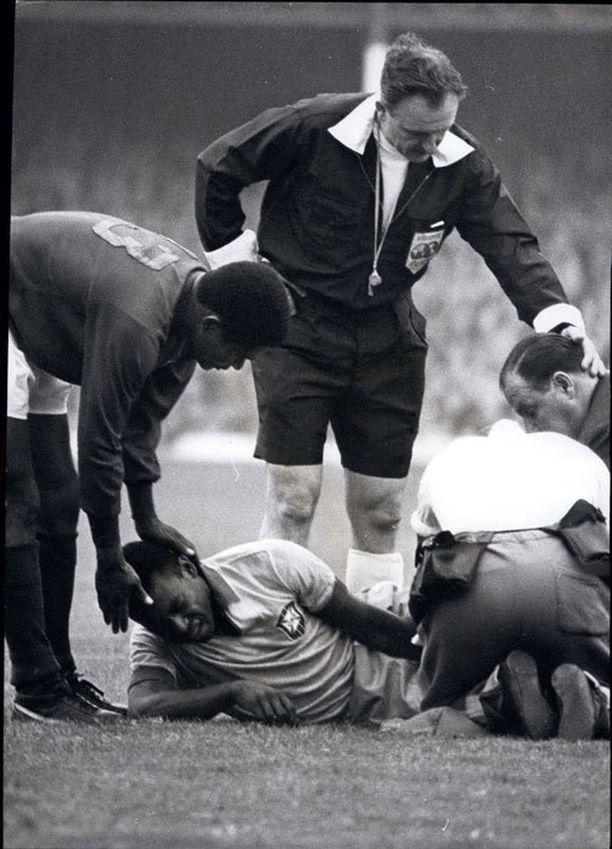 Pelén loukkaantuminen sai jotkut brasilialaiset yrittämään jopa itsemurhaa.
