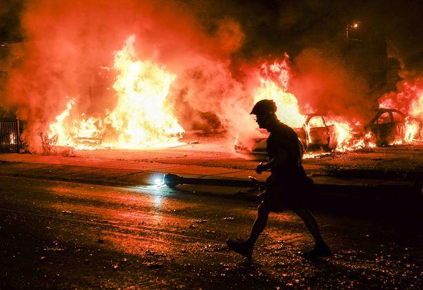 Mielenosoituksissa on muun muassa sytytetty tulipaloja.