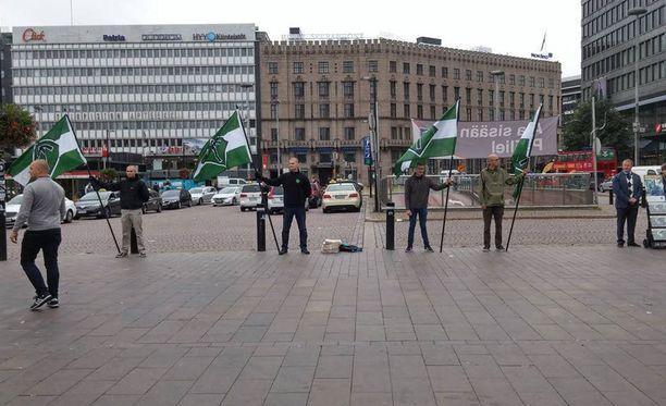 28-vuotiasta miestä pahoinpideltiin uusnatsien mielenilmauksen yhteydessä Helsingin Asema-aukiolla viikko sitten lauantaina.