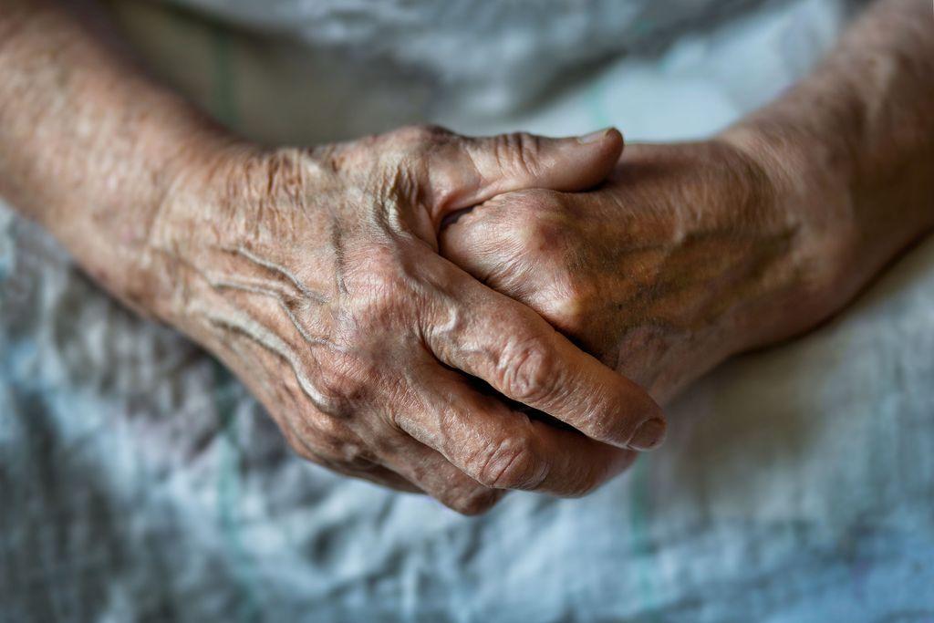Vuosittain reilut 200 yli 65-vuotiasta suomalaista tekee itsemurhan.