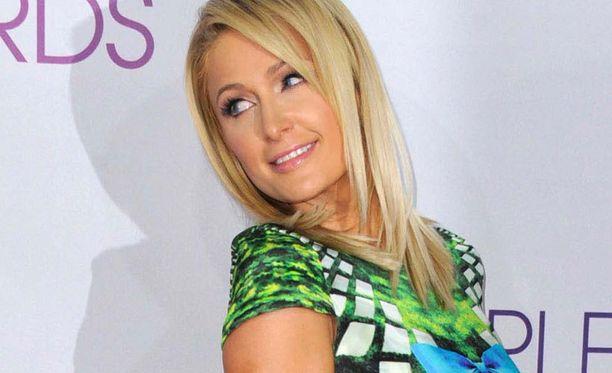 Olisitko uskonut Paris Hiltonin menevän lähellekään sammakkoa?