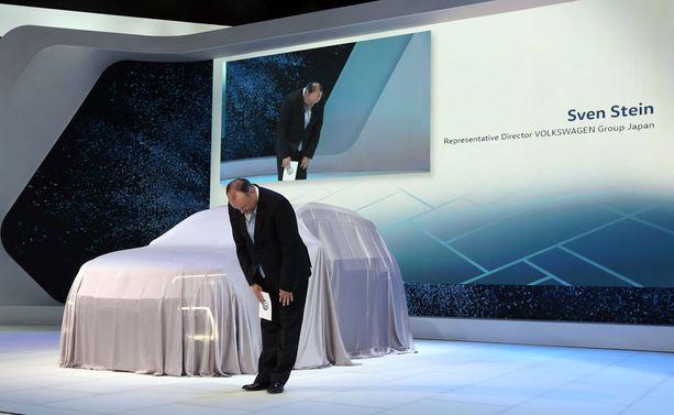 Volkswagenin ylin johto pyysi keskiviikkona Japanissa anteeksi päästöskandaalia.