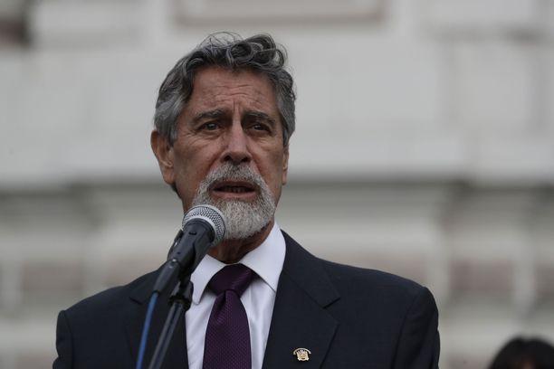Perun uusi väliaikainen presidentti astuu virkaansa tänään.