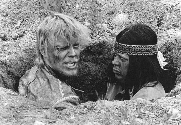 Hirttämättömät-elokuvassa yhdessä Simo Salmisen kanssa kesällä 1971.