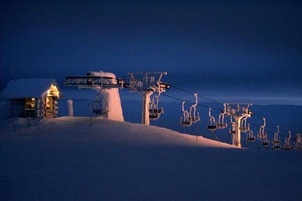 Laskettelukeskukset odottavat hyvää talvisesonkia. Avuksi on ollut hyvä lumitilanne.