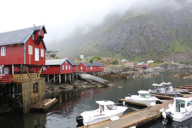 Lofoottien saarten eteläpäässä sijaitsee Å, pieni kalastajakylä, jonne päättyy E10-tie.