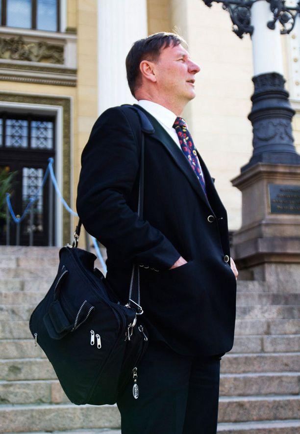 Opetusministeri Jukka Gustafsson.