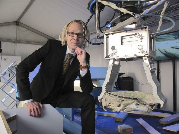 Takavuosien hittibändi Raptorista tunnettu Jufo Peltomaa on työskennellyt muun muassa robottien, tekoälyn ja lisätyn todellisuuden parissa.